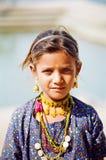 Zigensk flicka i Pushkar, Rajasthan Indien Arkivbild