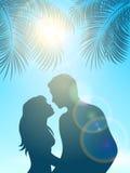Enamored pod palmą i słońcem Zdjęcie Royalty Free