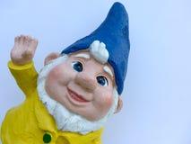 Enano divertido con una chaqueta amarilla y un sombrero azul Imágenes de archivo libres de regalías