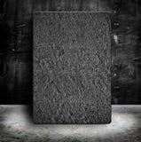 Enarene el marco de piedra del cartel en muro de cemento y el cemento vacíos del Grunge Imágenes de archivo libres de regalías