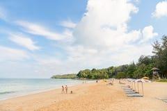 Enarene la playa idillic en la isla de Phuket en Tailandia Imagenes de archivo