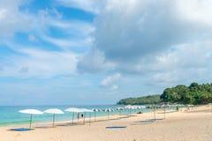 Enarene la playa idillic en la isla de Phuket en Tailandia Fotografía de archivo