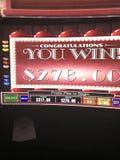 Enarmad bandit på kasinot royaltyfri foto