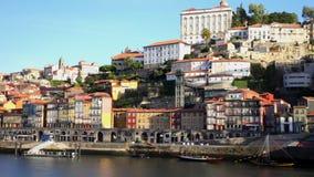 Enbankment de Oporto en día soleado, Portugal
