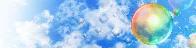 Encabeçamento abstrato do arco-íris da bolha no céu foto de stock