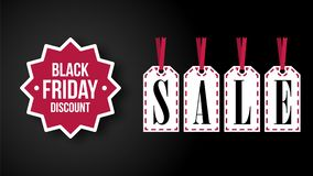 Encabeçamento de Black Friday com etiquetas da venda no fundo preto Fotos de Stock