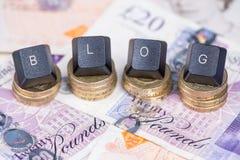 Encabeçamento do blogue do negócio no fundo do dinheiro Imagem de Stock Royalty Free