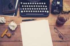 Encabeçamento retro do herói da máquina de escrever foto de stock royalty free