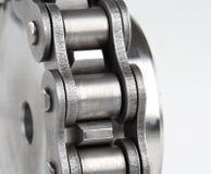 Encadenamiento de conexión del metal y rueda dentada Imágenes de archivo libres de regalías