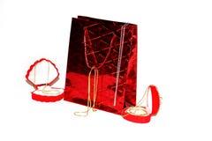 Encadenamiento de la joyería en caja roja Foto de archivo libre de regalías