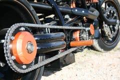 Encadenamiento de la moto Foto de archivo libre de regalías