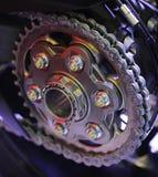 Encadenamiento de una motocicleta de los deportes Fotos de archivo libres de regalías