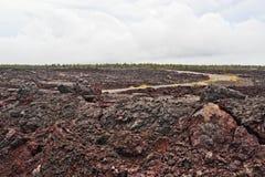 Encadenamiento del camino de los cráteres en la isla grande de Hawaii Fotos de archivo libres de regalías