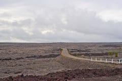 Encadenamiento del camino de los cráteres en la isla grande de Hawaii Fotografía de archivo libre de regalías
