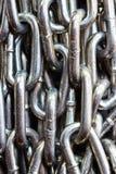 Encadenamiento del metal en el fondo blanco Fotografía de archivo