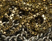 Encadenamiento del oro y de la plata imágenes de archivo libres de regalías