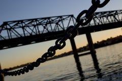 Encadenamiento y puente Imagenes de archivo