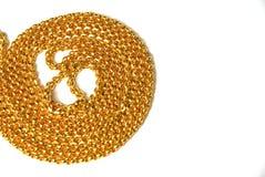 Encadenamientos del oro en el fondo blanco Imagen de archivo libre de regalías