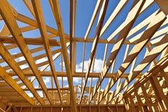 Encadrement à la maison neuf de construction résidentielle Image libre de droits