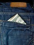 Encaissez dedans la poche bleue de jeens Images libres de droits