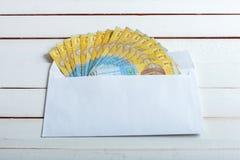Encaissez dedans un hryvnia d'Ukrainien d'enveloppe Photographie stock