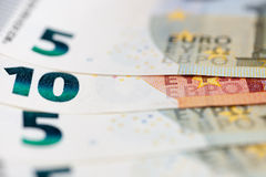 encaissez l'euro corde de note d'argent de l'orientation cent des euro cinq Images stock