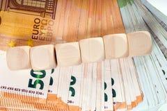 encaissez l'euro corde de note d'argent de l'orientation cent des euro cinq photos stock