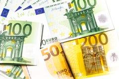 encaissez l'euro corde de note d'argent de l'orientation cent des euro cinq euro fond d'argent liquide Euro billets de banque d'a Photos libres de droits