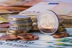 encaissez l'euro corde de note d'argent de l'orientation cent des euro cinq euro fond d'argent liquide Euro billets de banque d'a Photo libre de droits