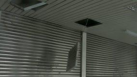 Encaixe leve caído para fora no vento do tufão filme