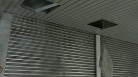 Encaixe leve caído para fora no vento do tufão video estoque