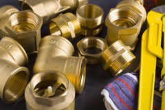 Encaixes de bronze com chave fotografia de stock royalty free