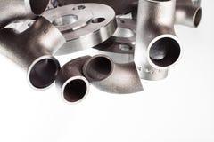 Encaixes e conectores da soldadura de aço Cotovelo, flanges e T fotografia de stock