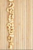 Encaixota uma faixa do caju   encontro na esteira de bambu Fotografia de Stock