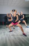 Encaixotamento de formação dos povos em um fitness center Imagem de Stock Royalty Free