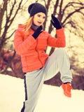Encaixotamento vestindo do treinamento do sportswear da mulher fora Imagens de Stock Royalty Free