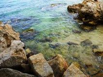 Encalhe azuis celestes da baía, Cala Gat, ilha de Majorca Imagens de Stock