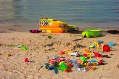 Encalhe brinquedos em um acampamento popular no lago powell, Utá Fotografia de Stock Royalty Free