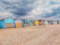 Encalhe cabanas na costa do canal inglês fotos de stock royalty free