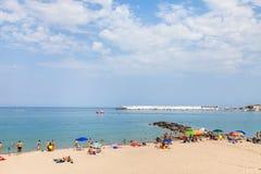 Encalhe na cidade de Giardini Naxos e na vista do porto da cidade Fotos de Stock