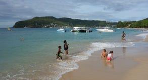 Encalhe o divertimento nas ilhas de barlavento em um domingo Imagens de Stock Royalty Free