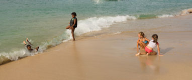 Encalhe o divertimento nas ilhas de barlavento em um domingo Imagem de Stock
