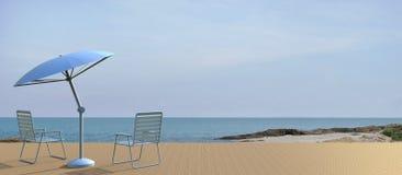 Encalhe a vida e a cadeira modernas na opinião do mar no feriado Foto de Stock Royalty Free