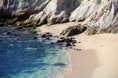 Encalhe a vista para o mar da água do verde azul no penhasco rochoso no restaurante agradável do hotel de Califórnia Los Cabos Mé Fotografia de Stock Royalty Free
