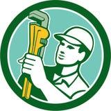 Encanador Holding Wrench Circle retro Foto de Stock Royalty Free