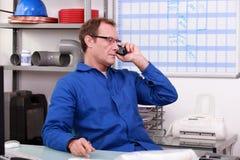 Encanador no escritório imagem de stock