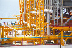 Encanamento da plataforma petrolífera e sistema de transferência da pressão Foto de Stock