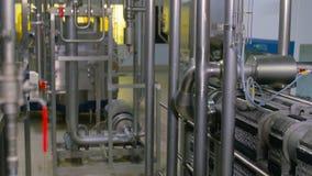 Encanamento de aço inoxidável na planta industrial filme