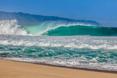 Encanamento de Bonzai na costa norte de Oahu em Havaí imagens de stock royalty free