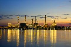 Encanamento petroquímica da fábrica da refinaria de petróleo imagens de stock royalty free